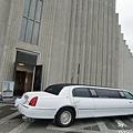 CIMG1014停放在教堂前禮車.JPG
