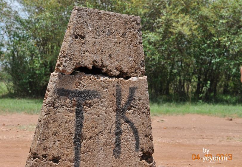 DSC_0732肯亞坦尚尼亞界碑.JPG