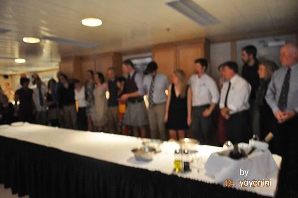 DSC_0815全體工作人員向在晚宴上向大家致謝.JPG