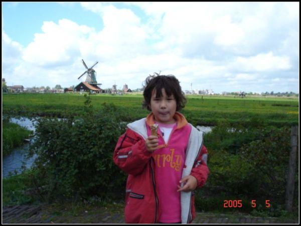 遠處有風車喔