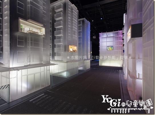 【一廳 志向廣場】在雄偉的建築間規劃許多夢想窗格,展演出人們點滴築夢的故事。