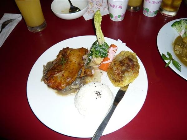 《德國烤豬腳佐草莓雙料》