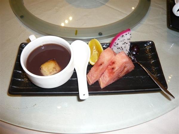 日式的水果與甜點...
