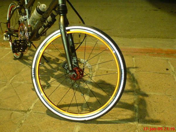 反光輪胎與框貼-2.JPG
