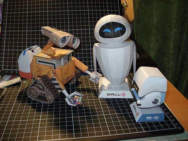 WALL-E, EVE, MO