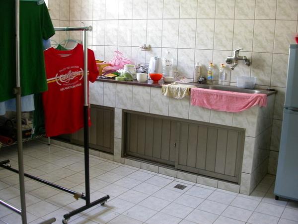 只有冰箱的廚房