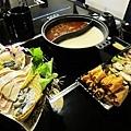 今天品嚐的是美味的鱘龍魚火鍋~~