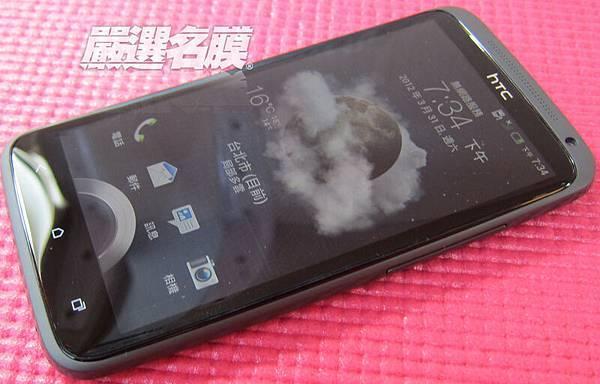 擁有4.7 吋觸控螢幕的四核心極速智慧手機~酷斃了!!(背景圖是天氣的銀河,不是灰塵喔XD).JPG