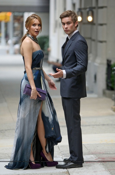 Katie-Cassidy-and-Chase-Crawford-on-set-of-Gossip-Girl-Season-4.jpg