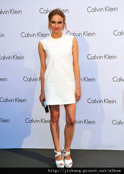 Celebrities+Arriving+Calvin+Klein+Fashion+2ZeLi1avV8Ol.jpg