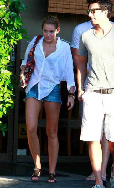 Miley-Cyrus-Siwy-Shorts-New-2.jpg