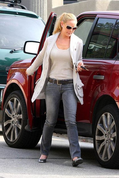 katherine-heigl-and-range-rover-sport-gallery.jpg