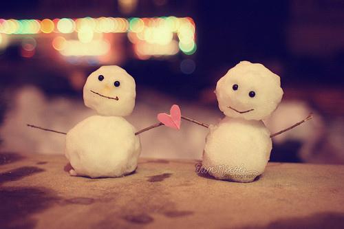 40388-Snow-Couple-Love.jpg