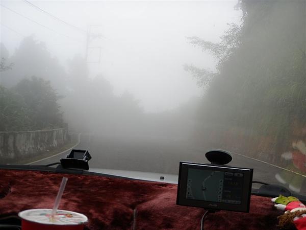 下午一點杉林溪就會開始霧濛濛...