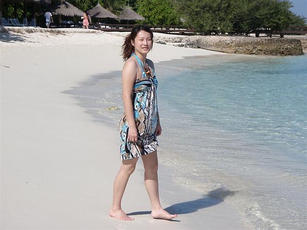 當然是去海邊游阿