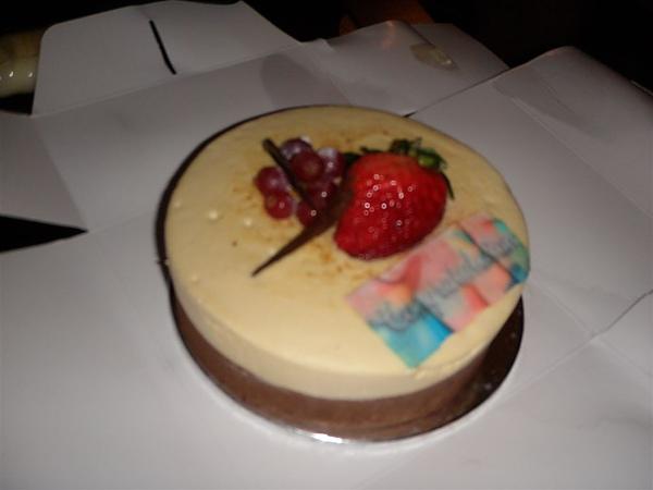 晚上看電影吃蜜月蛋糕~~