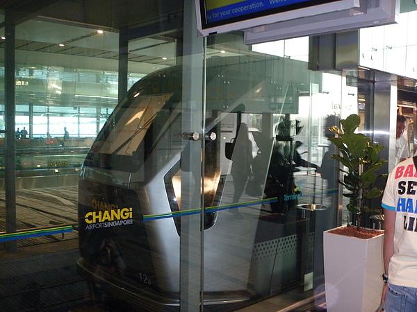 這是在樟宜機場的機場轉乘車