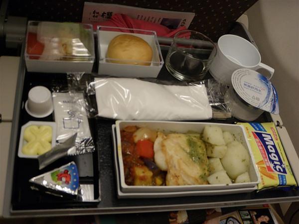 我的飛機餐,好像是魚加馬鈴薯
