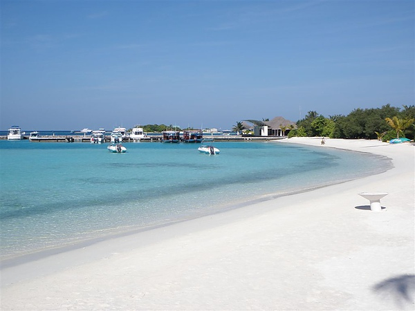 白色的沙灘  水藍色的海