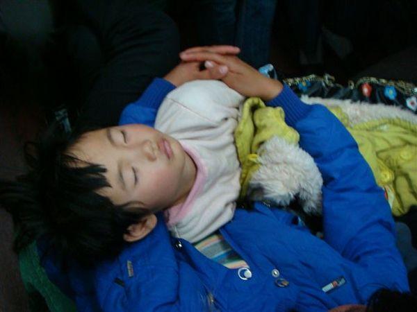 睡得很甜的孩子^^