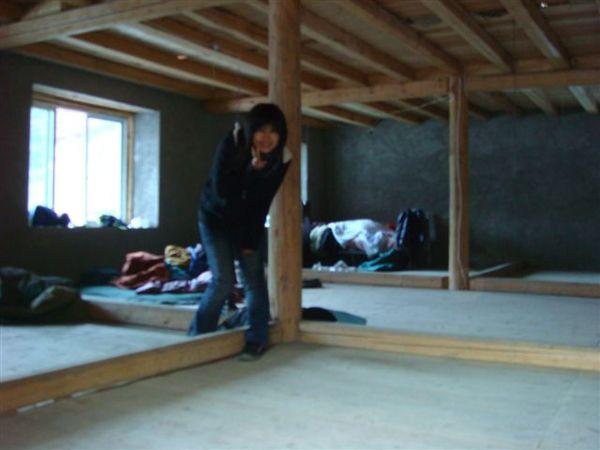 屋簷很矮(在二樓)