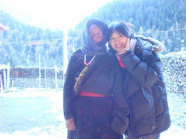 和藏族老太太合照