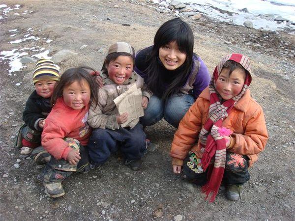 他們只會說藏語 所以我們比手畫腳的