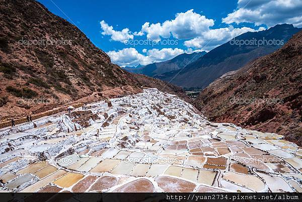 depositphotos_88192890-stock-photo-inca-salt-pans-at-maras