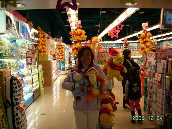 20061224-在小屈和跳跳虎Eeyore合影1.JPG