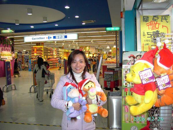 20061224-在小屈和跳跳虎Eeyore合影3.JPG