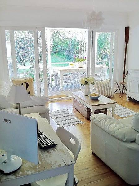 beach-cottage-family-room-dec...
