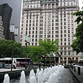 plaza_gm_fountain_solow_27may03