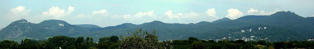 1000px-Siebengebirge_Panorama