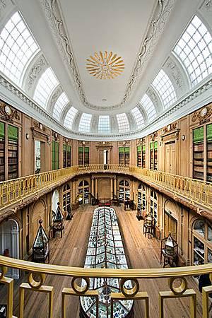 330px-De_Ovale_Zaal_van_Teylers_Museum_(1784)