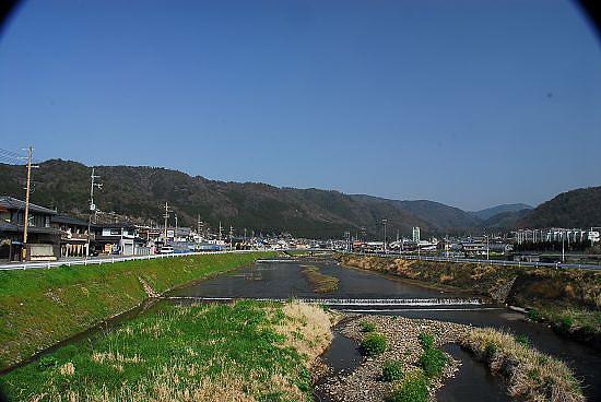 家附近的賀茂川與山景