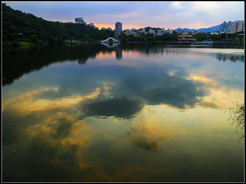 P1620575 QQ 秋天大湖