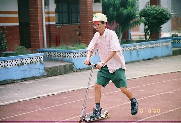 r001-082   爸爸滑板車
