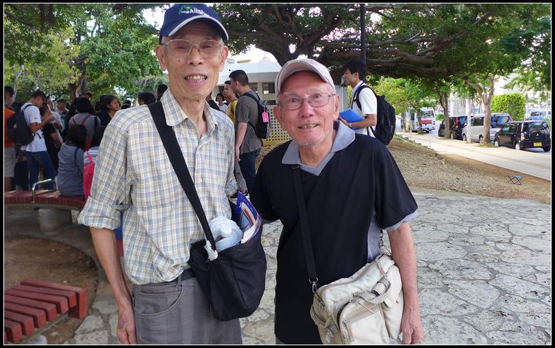 10.11  6旁邊的老先生台灣出生現居沖繩。日據時代在台灣讀台北工業學校(現北科大),路上偶遇親切的陌生人。
