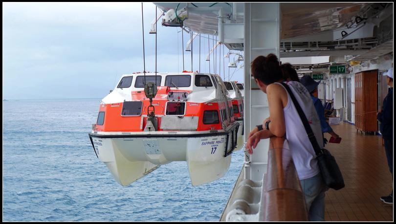 10.12  1到石垣島放下救生艇當接駁船。君宜以為救生艇是繩子解開,讓它自己掉下海的那種
