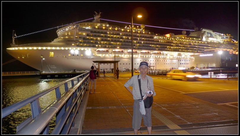 10.11  12大船停靠在沖繩碼頭