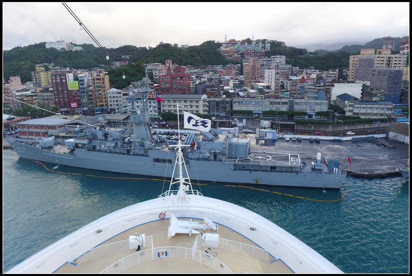 10.10 4基隆東岸碼頭寬度足可讓330公尺的船掉頭,還有足夠的空間看到軍艦~2NEW