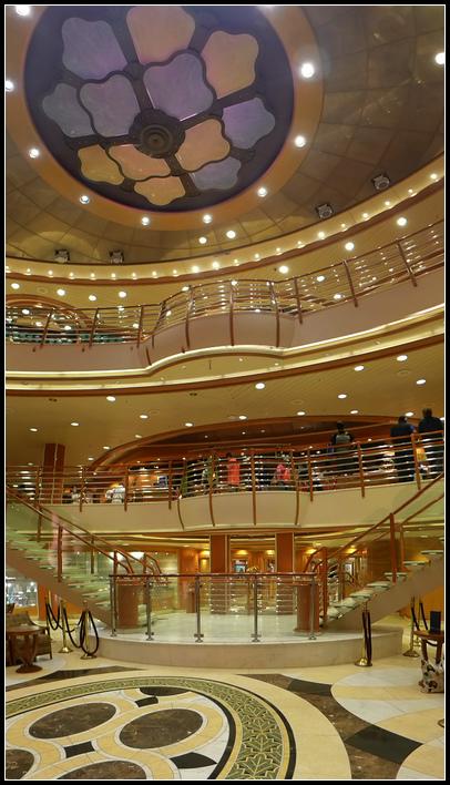 10.13  11挑高3層的大廳位在5、6、7樓