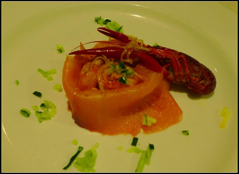 10.13  7   23公分大龍蝦吃不過癮,晚餐再點一客小龍蝦只有8公分長