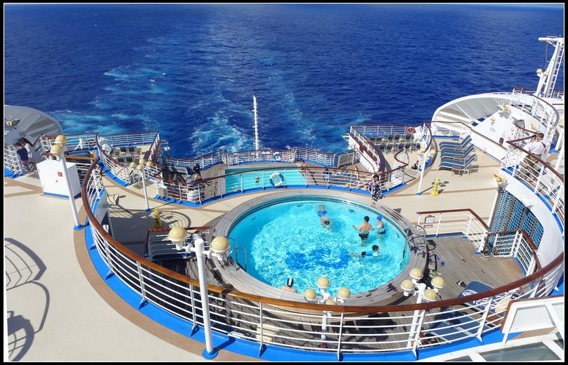 層層疊疊的船尾甲板戲水池
