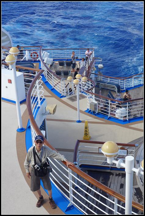 層層疊疊的船尾甲板