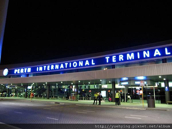 1-深夜的伯斯機場
