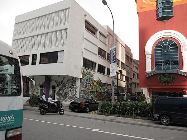 走到飯店另一邊原來另一面牆也那麼漂亮.JPG