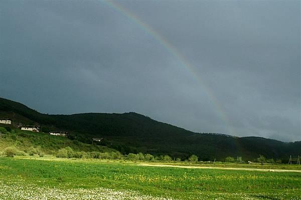 ㄧ道彩虹畫過天空
