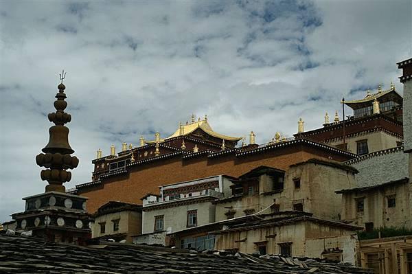 宏偉的藏族寺廟