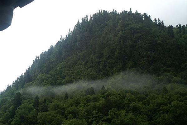 下雨崩村_山巒1